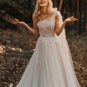 Latest Designs One Shoulder Wedding Dresses Appliques Lace A-Line Beach Bridal Gown Sweep train Formal Party Vestido De Novia 2020