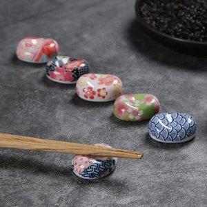 Lindo Japonés Cerámica Artículos Lingotes Palillos Stand Rack Porcelana Cuchara Tenedor Tenedor Mesa Decoración Al Por Mayor QW9617