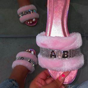 Las nuevas mujeres zapatillas de felpa peluda planas mujer de los zapatos de piel de imitación de diapositivas de las señoras sandalias mullidas interior cálido y cómodo zapatillas de moda