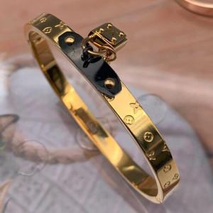 Top Qualité V lettre verrouillage tête imprimer quatre feuilles bracelet de fleur Célèbre Designer Plaqué Or Bracelets Pour Les Femmes Cadeaux De Mariage