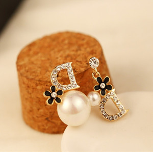 orecchini asimmetrici rosa di alta qualità oro lettera D del fiore del rhinestone imitazione Orecchini di perle gioielli stallone per le donne le ragazze