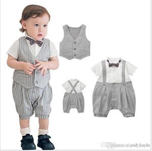 2017 Gentleman Style Baby Boys Pagliaccetti Set Summer Infant Boy Striped Manica corta Pagliaccetto + Vest + Bowtie 3pcs Set Tute per bambini Abiti per bambini