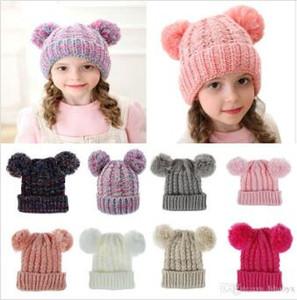 Kid Kids Bonnets Crochet Chapeau Filles Soft Double Boules Hiver Chapeau chaleureuse 12 couleurs Post d'extérieur Pompom Ski Caps DC814