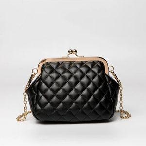 Lüks Parfüm Şişesi Omuz Çantaları Küçük Kadınlar Messenger Çanta Tote Çanta Kalp kapitone Tasarımcı çanta Deri Lolita Bag Clip