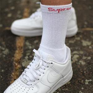 O envio gratuito de 2 pares Sup Socks Carta Hanes tripulação meias toalha monocromáticos Meias Skate Basketball Sports Meias Stocking