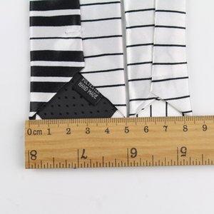 Neue Art-Männer-Mode-Krawatten Helloween Festival Weihnachtskrawatte Soft Designer Charakter Krawatte Musik-Score Klavier Gitarre