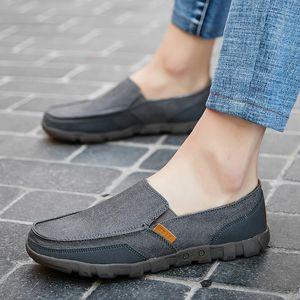 Los nuevos hombres zapatos de lona sólido de la manera de los zapatos ocasionales de los hombres cómodos de los hombres con cordones de los zapatos más el tamaño 38-48 Luz de verano de los holgazanes