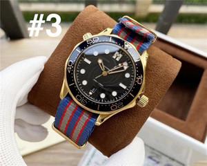 Лучшие мужские часы автоматические движения WristWatch Резина / кожа / нейлон ремешок для мужчин Professional 300 часы с прозрачным Visible Hollow Назад
