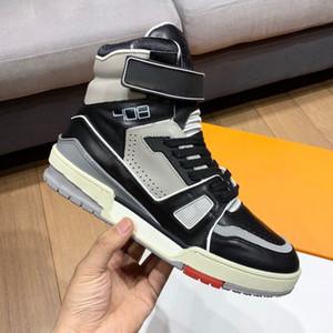 Top alta gancho laço de couro Vintage sapatilha preta Homens Grey Shoes Triplo Mulheres Shoe Casual Luxury Sapato Raso Des Chaussures Lace-Up instrutor