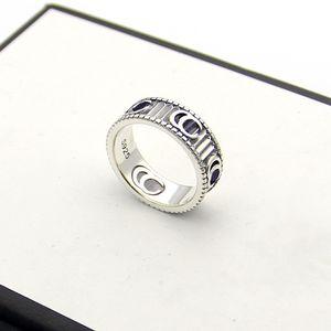 Venda Hot Lady Retro Estilo 925 Carving Stripe Padrão G acoplamento do casamento Carta anéis estreitos Size6-9