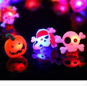 Zucca Luminous l'anello di barretta di Halloween Bat fantasma divertente anelli di plastica Teschio gioca il partito favorisce i regali di Halloween i rifornimenti dei puntelli DHL