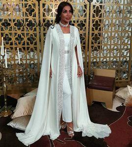 2020 Vintage Dubaï Musulman Soirée Robes Saisisselles Blancs Marocain Kaftan Chiffon Cape Cape Prom Robes de célébrités arabes à manches longues