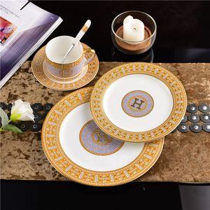 Vajilla occidental de cerámica con borde dorado de alta calidad juego de platos de vajilla de China de hueso platos de carne tazas de café de porcelana y platillos conjunto