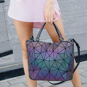 SHUJIN Geometry Bag Women Luminous Bag Diamond Hologram Laser Plain Folding Rainbow Handbags Bag Envío gratis Moda 2019