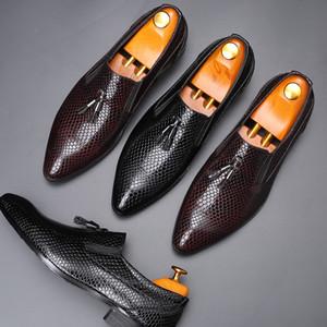 Uomo Scarpe formale del modello di Snakeskin Stampato nappe decorazioni di stile britannico punta-Toe Abito settore della pelle Scarpe Uomo