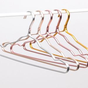 الملابس المعلقة صامد للريح الصدأ حامل والدليل 41 * 19CM الألومنيوم المعلقون DHL مجاني 50pcs الملابس دعم منظمة المنزلية الرئيسية المضادة للانزلاق