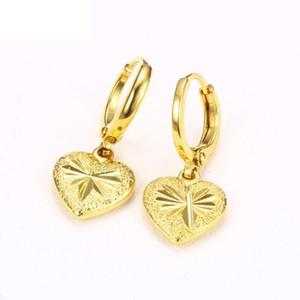 İmitasyon Sarı Altın Kalp Charm Küpe 24 K Altın Kaplama Donuk Cilalı Torna Oyma Çiçek Kadınlar için Tasarımlar Hoop Kulak Mücevherat