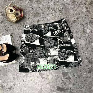 High-End-Frauen Mädchen beiläufig denim eine Linie Graffiti Brief Blumendruck Spleiß lose Röcke 2020 Modedesign Knopf Tasche Mitte Kleidrock