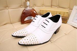 New Italian Fashion Casual Shoes Rivet Leather Spike Toe Lace-up Top nero Spessore suola Mocassini Scarpe da sposa H235