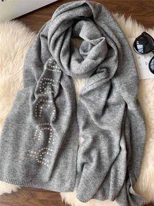 Grau Farbe Luxcy Diamant G Brief Frauen Wolle weiche Schal Simple White königlicher Schal Mode-Winter-warmer Schal Größe 70cm * 180cm