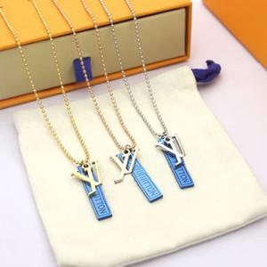 Avrupa Amerika Stil Erkekler Lady Kadınlar Titanyum çelik Aşıklar Boncuk Uzun Kolye ile V harfleri Oyma Harf Blue Square Çift Kolye