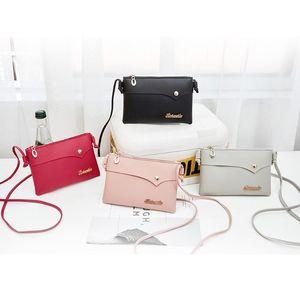 Messenger Çanta 2020 Kadınlar Tek Omuz Çantası Rivets Eğik Çapraz Çanta Harf çanta kadın çantası # W2