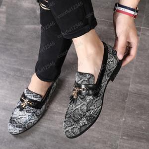 Vendita calda Personalità Tassel Snakeskin Pattern Dress Shoes 2019 Scarpe casual in pelle Nightclub Scarpe da festa di Natale
