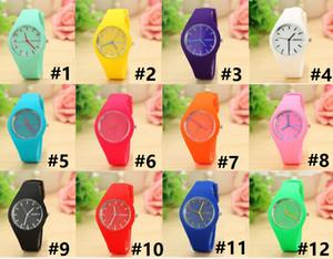 100pcs Genève mince montre de silicone couleur Jelly Student enfants bonbons couleur plaque colorée souple Safe ronde avec boucle ardillon Montres-bracelets 12colors