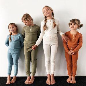 طفل منامة الاطفال الفتيات ملابس صبي الصلبة النوم طويلة الأكمام قمم السراويل تتسابق فتاة النوم نوم مجموعات الملابس 5 ألوان RRA1875