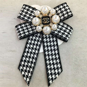 Kadınlar İnci Pins için Bow Şerit Broş Pin Takı ve Kadın Gömlek Kaban Etek Giyim Büyük yaka pimini Broşlar