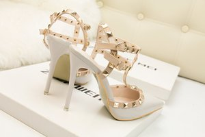 fétiches talons hauts rouges femmes chaussures de designer dames en cuir verni chaussures de mariage rivets Spartiates sexy chaussures pompes valentine noir