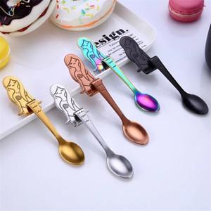 Poignée créative sirène Hanging Coupe cuillère en acier inoxydable 304 5 couleurs café Stiring cuillère crème glacée Dessert Cuiller Vaisselle