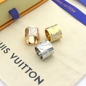 다이아몬드 반지 18K와 디자이너 브랜드의 V 모양의 티타늄 골드 보석 장미 3 명 색 남성과 여성 은색 결혼 반지 Jewwelry 선물
