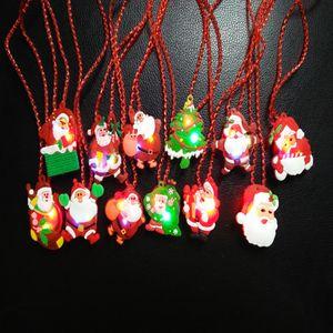 Luz LED de Navidad para arriba que destella Collar Niños Niños hasta Glow Party colgante de dibujos animados de Navidad Santa Claus vestido de los apoyos de las decoraciones FFA3230