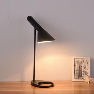 북유럽 간단한 창조적 인 철 조절 테이블 램프 현대 침실 머리맡 램프 연구 데스크 패션 개성 흑백 AJ 테이블 램프