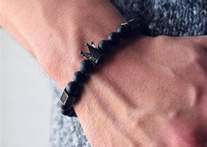 Bracelet en acier Titanium Hommes de crâne Noir chaud 8mm Natural Onyx Pierres Pierres de pierres Skull Charme Bracelet Bijoux Mode Hommes KKA2610