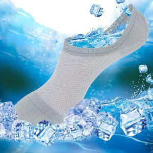 Malha de malha meias de tornozelo homens fibra de bambu barco invisível Meias Silicone Slip boca rasas respirável de verão fina meia chinelos LJJA2874