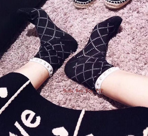 Luxo diafil meias estilo treliça com marca C meias de algodão com pérola decorar manter quente marca item presente do partido presente de natal para mulheres clássicas