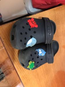 Nouveaux 1pcs poupées mignonnes Charms chaussures en PVC Accessoires Chaussures Creative Fit Bracelets Boucles Croc Charms JIBZ enfants cadeau pour Noël