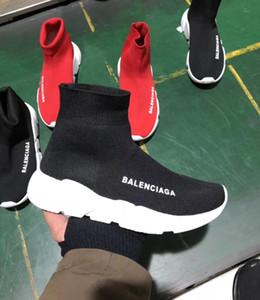 2018 Nueva Marca Hombres Mujeres Zapatos deporte ocasional Resbalón-en tejido elástico de alta arriba Negro Rojo Stars unisex Zapatillas zapatilla de deporte 36-45 Formadores
