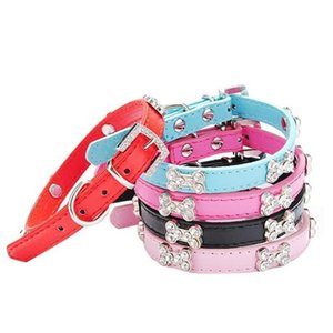 5pcs Verstellbare PU-Leder-Hundehalsband Hundebedarf Kristall Strass-Knochen-Abziehbilder Diamant-Hundehalsband für kleine Hunde