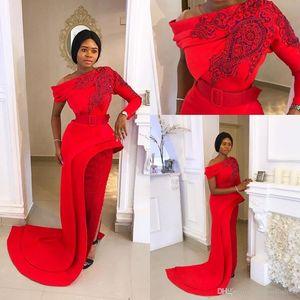 2020 Vintage rouge à manches longues robes de soirée fendu sur le côté une épaule gaine dentelle Applique Parti piste Robe