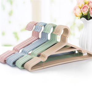 5pcs / Lot portátil gancho Perchas de ropa antideslizante para la capa del juego del armario de la ropa al aire libre Tendedero de ropa Hanger plástica T200117