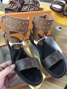 2019 Mais novo das Mulheres Rhinestone baixo-salto chinelos Pérola Designer de trabalho sandálias das mulheres verão vestido clássico tendência moda GRANDE