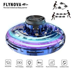 Giocattolo Volare con 360 ° di rotazione e Shinning luci LED antistress volare Gyro rotatori drone filatore dito regalo del bambino Percorso Rotary Mini Drone