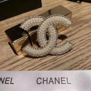 Venta caliente de moda de Gracia de damas broche de metal ahuecado Rhinestone broches de aleación de zinc Pin Los diseñadores de joyería para las mujeres