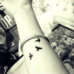 2pcs Fashion Unisex Sexy Finger Wrist Flash Fake Tattoo Stickers Liberty Small Birds Waterproof Temporary Tattoos Sticker