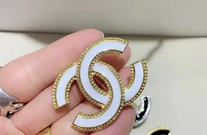 Cristal Vintage Luxury Designer Broche Mulheres Carta Designer Broche Suit lapela moda jóias Acessórios presente para namorado