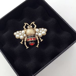 Pearl Pin Rhinestone Brooch Vintage New Lovely Bee Brooches Designer Brooches Pins Women Jewelry Dress Clothing Pins Festival Gift Brooch
