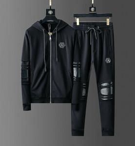 Crânio do metal rebite homens Sportswear camisolas do Hoodie preto Inverno Jogger esportivos Mens fato de treino Suits Tracksuits Set Plus Size M-3XL